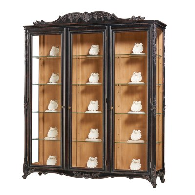 3 Doors display cabinet with ornament